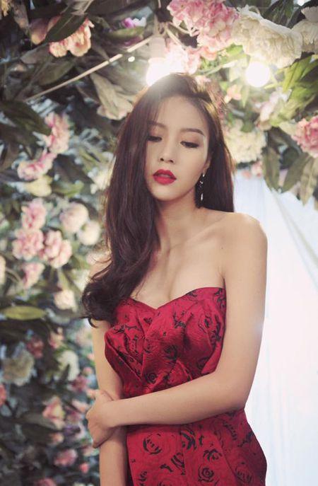 'Ban gai' Son Tung bat ngo xuat hien sau 3 nam gay bao mang - Anh 14