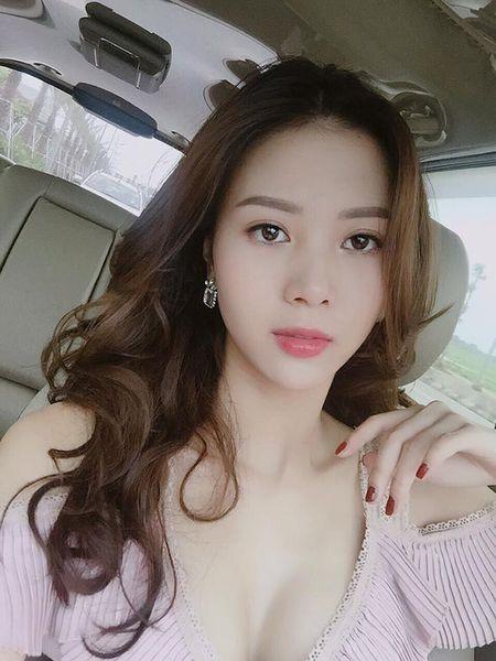 'Ban gai' Son Tung bat ngo xuat hien sau 3 nam gay bao mang - Anh 1