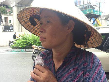 Chu nhan clip 'nuoc rua chan pha tra da' da bi trieu tap len cong an - Anh 1