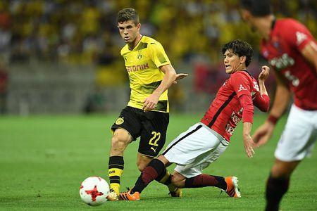 Urawa Red 2-3 Dortmund: Messi Tho Nhi Ky lap cu dup - Anh 2