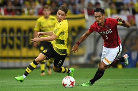Urawa Red 2-3 Dortmund: Messi Tho Nhi Ky lap cu dup - Anh 5