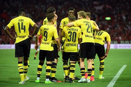 Urawa Red 2-3 Dortmund: Messi Tho Nhi Ky lap cu dup - Anh 8
