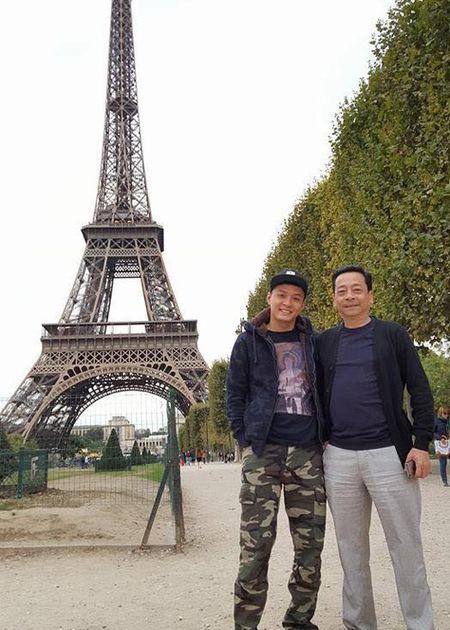 Nguy hiem tren phim, ngoai doi 'ong trum' Hoang Dung ra sao? - Anh 4