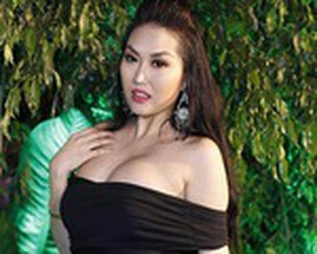 Phi Thanh Van livetream truoc gio nang nguc, don mong - Anh 1