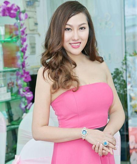 Sau ly hon, Phi Thanh Van chi tien ty 'trung tu' nhan sac - Anh 1