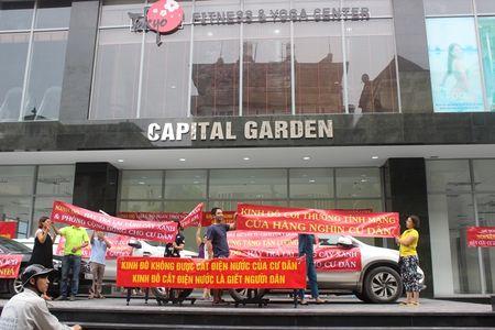 Ha Noi: Cu dan Capital Garden cang bang ron phan doi chu dau tu dot ngot cat dien, nuoc - Anh 1