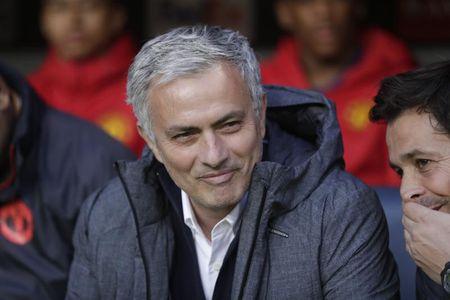 Tin bong da 15/7: Mourinho da deu Wenger, dong doi the ung ho Ronaldo - Anh 1