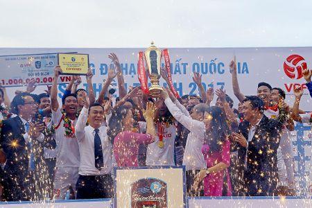 Thien Truong mo hoi, CDV Nam Dinh tran xuong san dot phao an mung - Anh 5