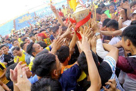 Thien Truong mo hoi, CDV Nam Dinh tran xuong san dot phao an mung - Anh 8