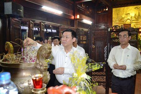 Doan cong tac Chinh phu vieng Nghia trang Liet sy tai Quang Tri - Anh 1