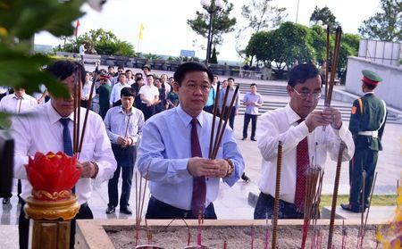 Doan cong tac Chinh phu vieng Nghia trang Liet sy tai Quang Tri - Anh 3
