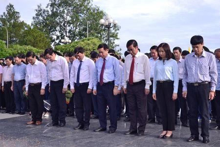 Doan cong tac Chinh phu vieng Nghia trang Liet sy tai Quang Tri - Anh 8