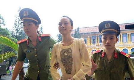 Luat su cua Truong Ho Phuong Nga va Cao Toan My deu co don kien nghi - Anh 1