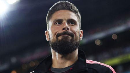 Giroud 'soi mau' khi bi hoi ve tuong lai tai Arsenal - Anh 1