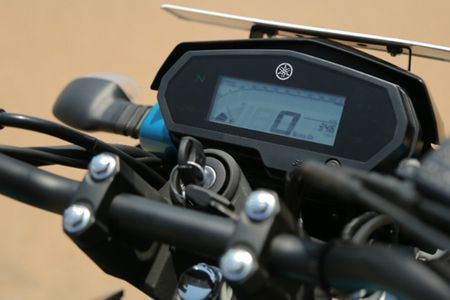 Moto gia 39 trieu, Yamaha FZ 25 'chay hang' tai An Do - Anh 3