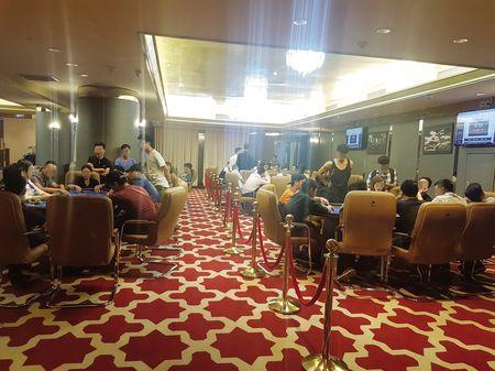 Ven man bi mat sau nhung giai dau Bridge & Poker (1): Mon the thao tri tue nhung dua vao do den? - Anh 1