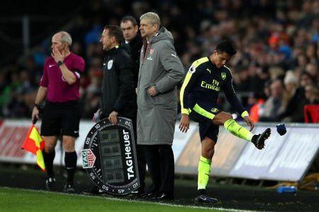 Goc nhin: Arsenal nen ban Alexis Sanchez de tot cho doi bong - Anh 1