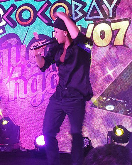 'Hotboy Vietnam Idol' Trong Hieu quay het minh voi khan gia Da Nang - Anh 10