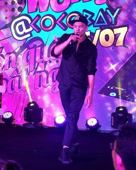 'Hotboy Vietnam Idol' Trong Hieu quay het minh voi khan gia Da Nang - Anh 11