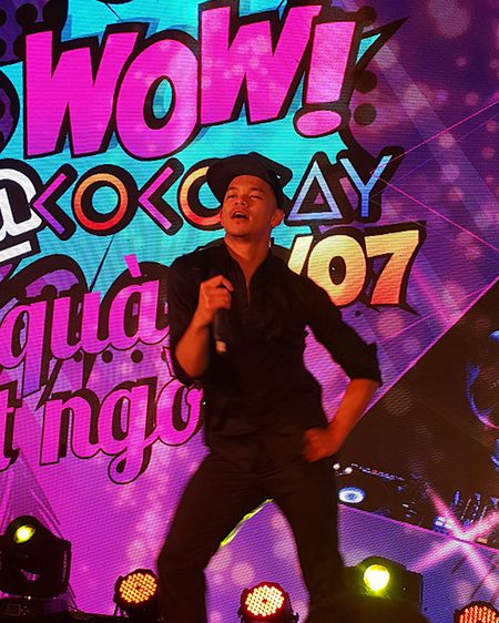 'Hotboy Vietnam Idol' Trong Hieu quay het minh voi khan gia Da Nang - Anh 12