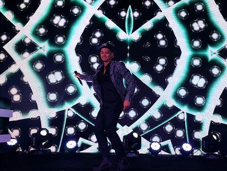 'Hotboy Vietnam Idol' Trong Hieu quay het minh voi khan gia Da Nang - Anh 2