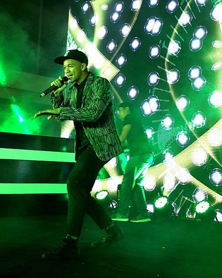 'Hotboy Vietnam Idol' Trong Hieu quay het minh voi khan gia Da Nang - Anh 3