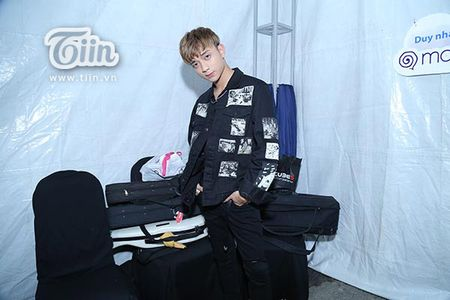 Soobin Hoang Son lan dau tien xuat hien sau khi bi hen ho Hien Ho o rap chieu phim - Anh 1