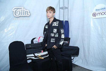 Soobin Hoang Son lan dau tien xuat hien sau khi bi hen ho Hien Ho o rap chieu phim - Anh 2