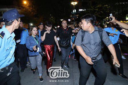 Soobin Hoang Son lan dau tien xuat hien sau khi bi hen ho Hien Ho o rap chieu phim - Anh 9