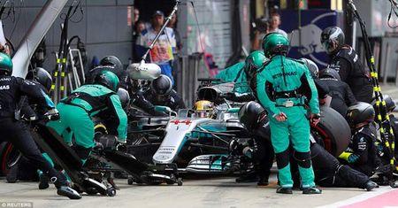Video dua xe F1, British GP: Bi kich no lop va ke thong tri - Anh 1