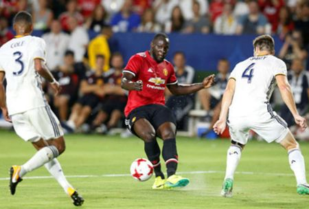 'Bom tan' ra mat that vong, Mourinho len tieng benh vuc - Anh 1