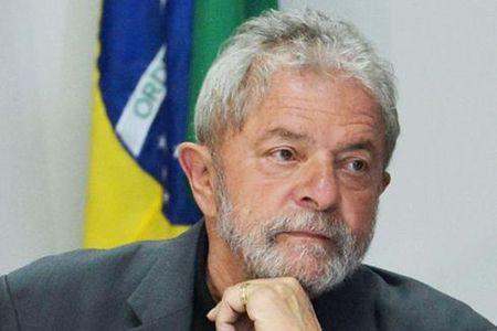 Khoang trong chinh tri cuc lon tren chinh truong Brazil - Anh 1