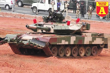 Sat thu Arjun MK.2 An Do co the diet T-55 bang mot phat ban khien Trung Quoc de chung - Anh 1