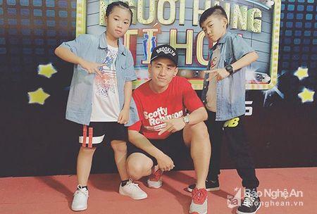 Cap dancer nhi xu Nghe khien giam khao Cam Ly thay 'so' - Anh 2