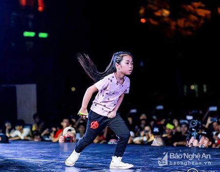 Cap dancer nhi xu Nghe khien giam khao Cam Ly thay 'so' - Anh 4