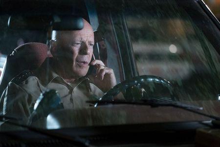 Bruce Willis bat ngo tung 'don quyet dinh' vao ten bat coc tre con - Anh 6