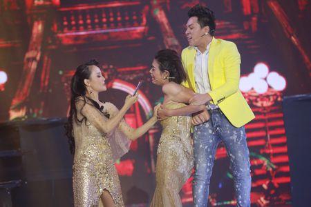 Diem Phuong tai hien bi kich cua nhung nguoi 'vi tri so 1' trong lang mau - Anh 3