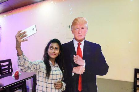 Cafe 'Donald Trump' hut khach tai Bangladesh - Anh 3