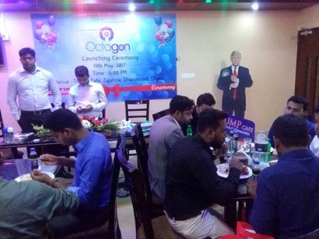 Cafe 'Donald Trump' hut khach tai Bangladesh - Anh 4
