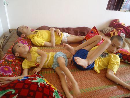 Hon 45 trieu dong den voi chi Dinh Thi Loan nuoi 3 con bai nao - Anh 1