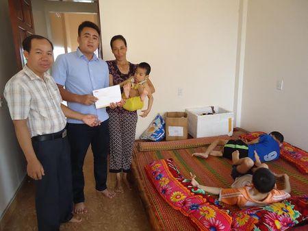 Hon 45 trieu dong den voi chi Dinh Thi Loan nuoi 3 con bai nao - Anh 2