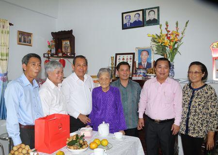 Pho Thu tuong Thuong truc Chinh phu trao hoc bong cho hoc sinh ngheo Soc Trang - Anh 2