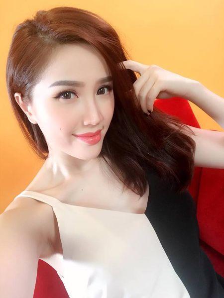 'Dung hinh' vi Bao Thy mac do o nha nong bong khong kem gi di boi - Anh 12
