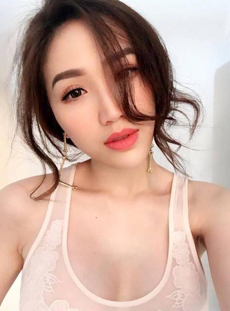 'Dung hinh' vi Bao Thy mac do o nha nong bong khong kem gi di boi - Anh 4