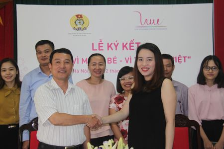 Ky ket thoa thuan du an 'Vi me va be – Vi tam voc Viet' - Anh 1