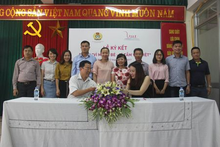 Ky ket thoa thuan du an 'Vi me va be – Vi tam voc Viet' - Anh 2