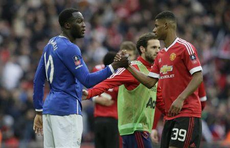 Mourinho noi ve y tuong su dung cap tien dao Rashford va Lukaku cho MU - Anh 1
