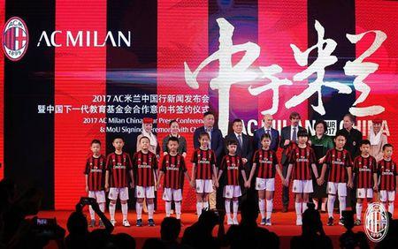 Dan sao Milan ra mat hoanh trang tai Quang Chau - Anh 10
