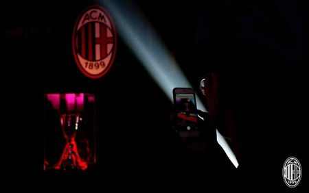 Dan sao Milan ra mat hoanh trang tai Quang Chau - Anh 3
