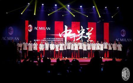 Dan sao Milan ra mat hoanh trang tai Quang Chau - Anh 7